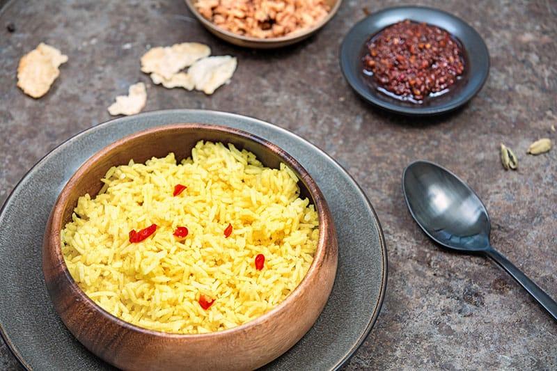 Gearomatiseerde rijst met koenjit