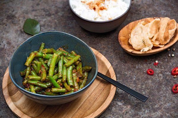 Rijsttafel met vegetarische gerechten